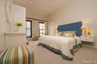8. STANDARD GARDEN VIEW ROOM (Room 8)