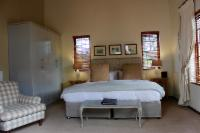 Deluxe Room Downstairs (back&courtyard)
