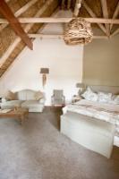 Executive Honeymoon Suite, Euryanthe