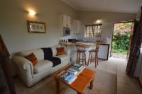 Finch cottage - queen + lounge/kitchen