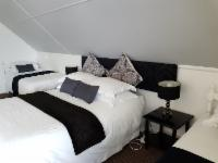 Self Catering w/ Double Bed & Twin Beds