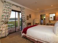 Deluxe Suite - Lake Facing - 11