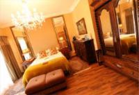 Room 5 Queen En-Suite