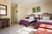 Garden Chalet, twin beds