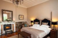 Deluxe King Bed room w en-suite shower