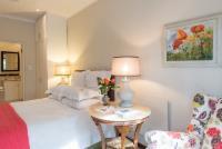 Queensize room