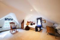 Upper Family Manor Suite 3