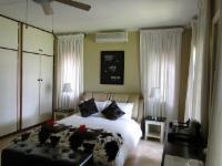 Room 5 - Queen/Honeymoon Room