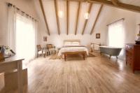 Double Room Elevated Elegance:Strooiblom