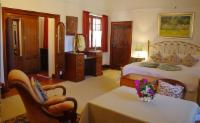 Camellia Suite Double bedroom downstairs
