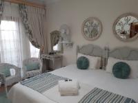 King bed/two single bed room, en suite