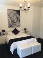 Jane Mansfield Deluxe Room
