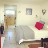 Self catering unit with double bed