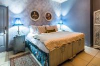 Blue Moon Luxury Room