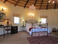 Superior Room :  Queen/ Victorian Bath
