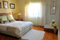Queen room shared bathroom - Yellowwood