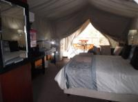 Luxury riverfront family tent-bath (5)
