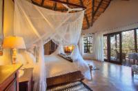 Room 7 Honeymoon Suite