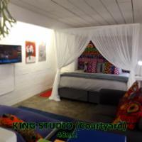 Ground Floor Studio: King with Courtyard