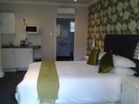 R 4 Luxury Room (Shower)