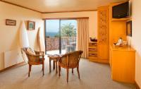 Room 6 - First Floor Sea View Suite
