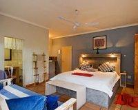 Semi-Luxury Room 15: King