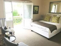 6:Double Room balcony (mountain view)