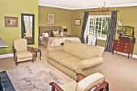 Green Honeymoon Suite