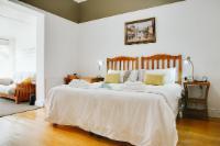 Room 4: Comfort King Room (Main Manor)