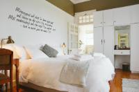 Room 7: Comfort Queen Room (Main Manor )