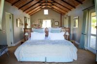 Pumphouse Honeymoon Cottage 7
