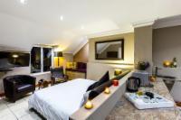 Luxury / Honeymoon Suite