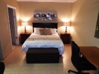 6 Self catering room with queen size bed