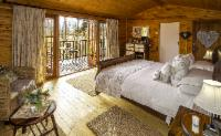 Honeymoon Tree House: TH 4
