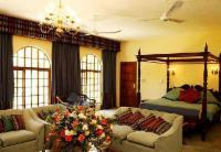 E Honeymoon Suite