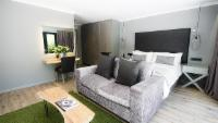 Luxury Forest Suite/Private Courtyard