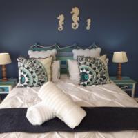 Anchor Bay Luxury Apartment