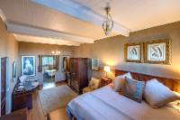 Deluxe Suites with full bathroom