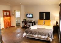 Menlo Park Bachelor Apartment 2