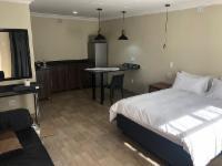 Self-Catering Suite 9 Queen Bed + single