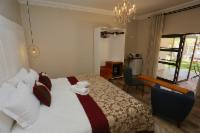 Double Room (Queen)