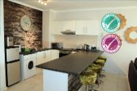 Sunlit Apartment Muizenberg Beachfront