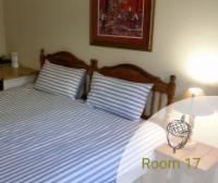 Comfort Room - King Size Bed - Shower