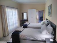 Standard Twin Room en suite bathroom
