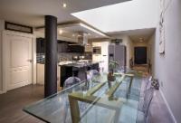 2 Bedroom Luxury Apartment Private Garde