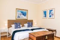 Blue Kingsize/Twin En-Suite Shower