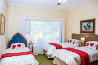 Red 3 x Single Beds En-Suite Shower