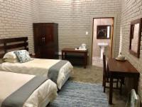 Twin room with en-suite bathroom