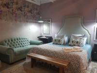 Deluxe King Room 4