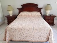 Queen Bed Full Bathroom